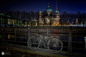 Fahrrad vor dem Dom - Sehenswürdigkeiten Berlin