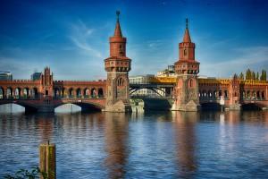 Oberbaumbrücke mit U-Bahn - Sehenswürdigkeiten Berlin