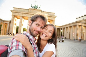 Paar vor Brandenburger Tor