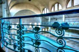 Filigranes Geländer im Stadtbad