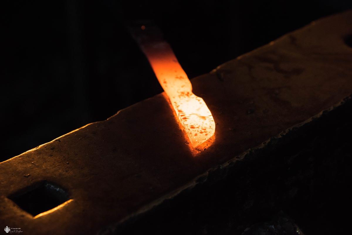 glühender Messer Stahl