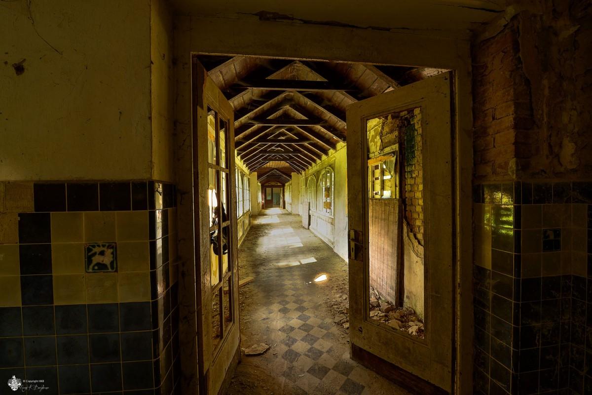 Durchgang mit Holzdecke Heilstätten Hohenlychen