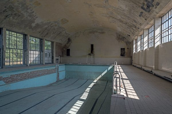Olympisches Dorf - Schwimmhalle