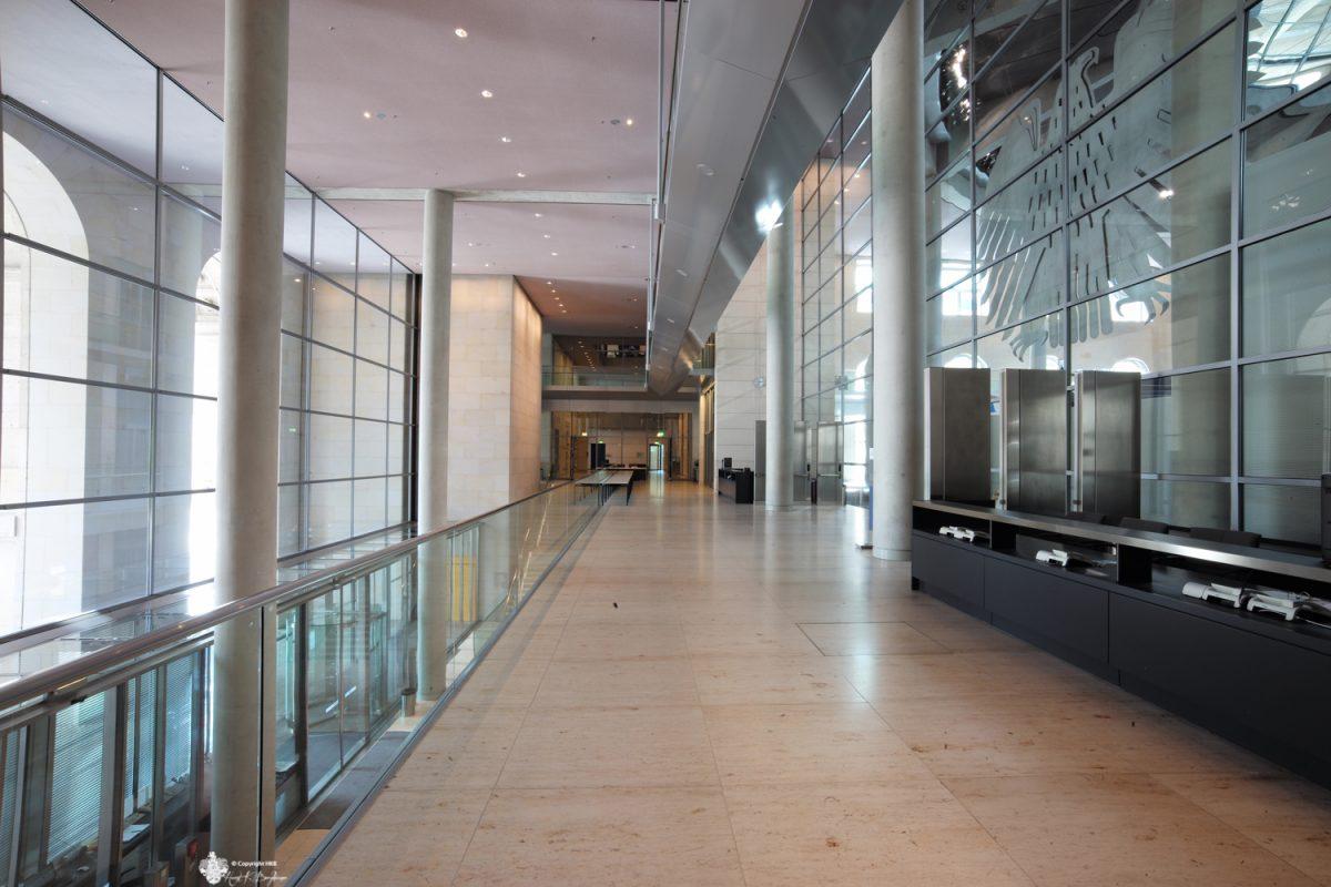 Reichstag-Eingang-Plenarsaal